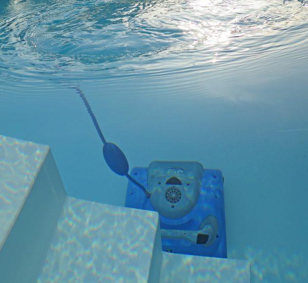swimming-pool-2139101_1920